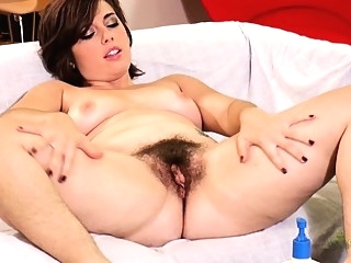 amateur brunette fingering